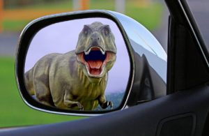 Dino im Aussenspiegel